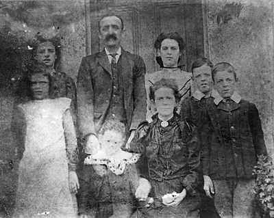 Thomas Hogarth and family in South Wales, 1907